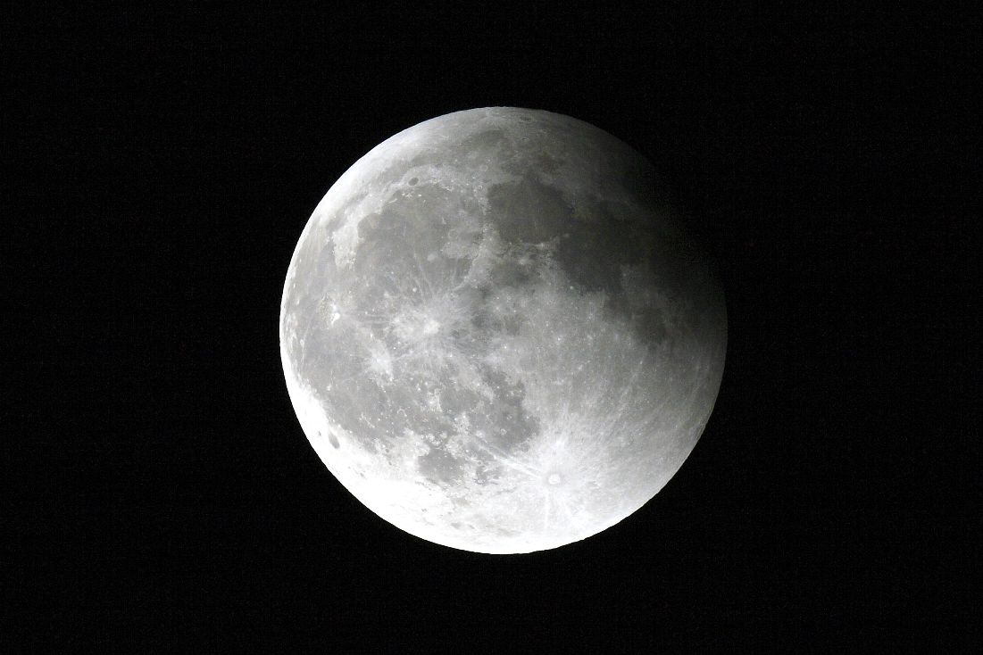 写真4満月近く